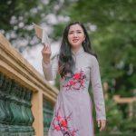 ベトナムアオザイをきた女性