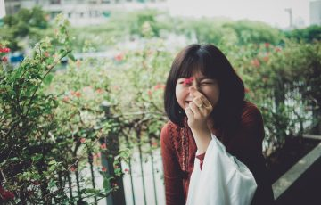 ベトナムの家探しする女の子